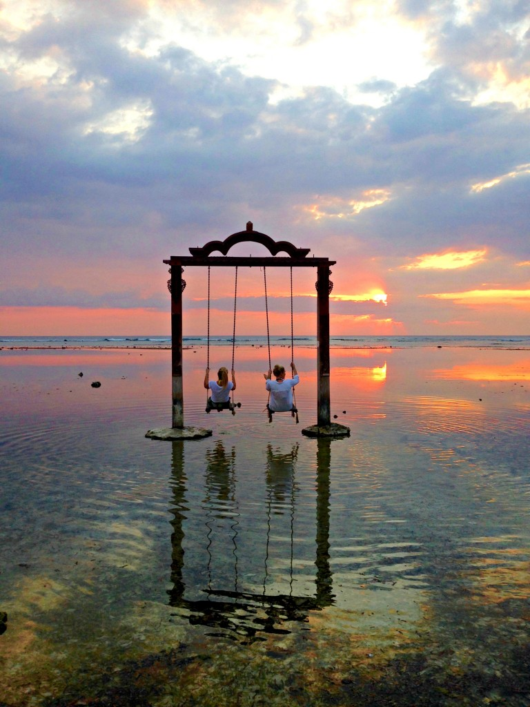 what to do on gili trawangan, what to see on gili trawangan, where to stay on gili trawangan, gili trawangan photos, swing on gili t