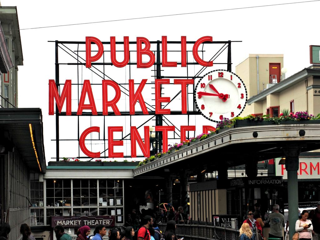 pike place seattle, big market in seattle, what to see in seattle, where to go in seattle, seattle city guide, pacific NW guide